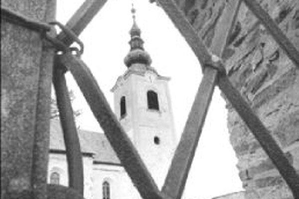 Mnohé kostoly na Slovensku sú okrem omší zatvorené. Turisti sa však vraj nesťažujú.
