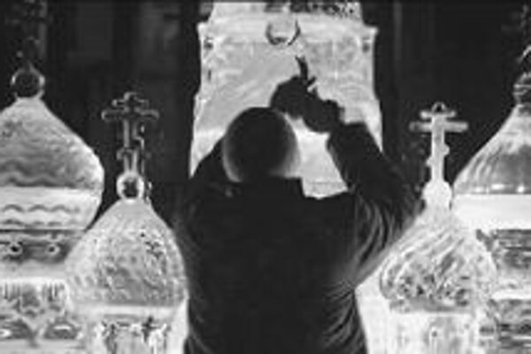 Jedna z ľadových šachových figúr má podobu Chrámu Vasiľa Blaženého.