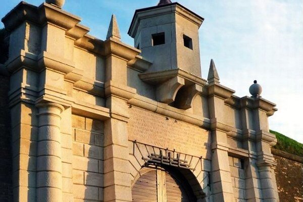 Historická brána pevnosti v Komárne.