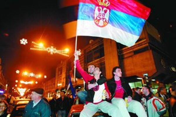 Stúpenci Radikálnej strany oslavujú víťazstvo. Tá však ostane v opozícii.