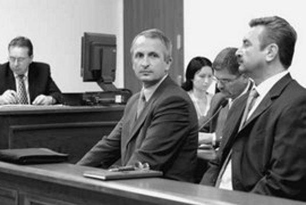 Starosta Rače Pavol Bielik, obvinený z korupcie, prenajal dva dni pred voľbami pozemky človeku, ktorý podniká s jeho advokátom.