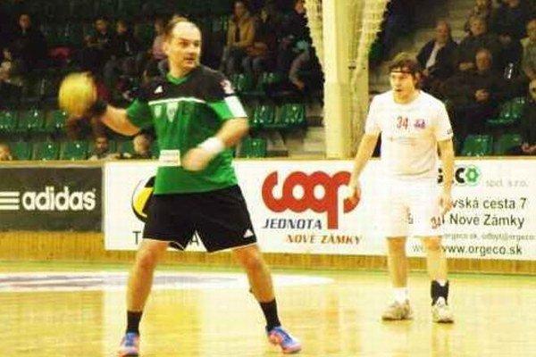 Emil Mokryš pri zahrávaní jedného zo sedemmetrových hodov. Proti Bystriičanom premenil z troch tri.