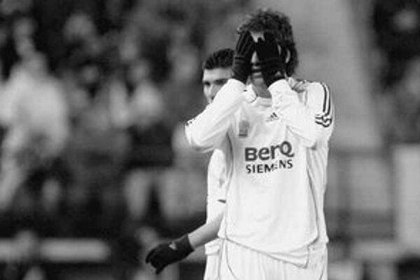 Sklamaný Gonzalo Higuain po nečakanej prehre Realu Madrid na ihrisku Villarrealu 0:1.