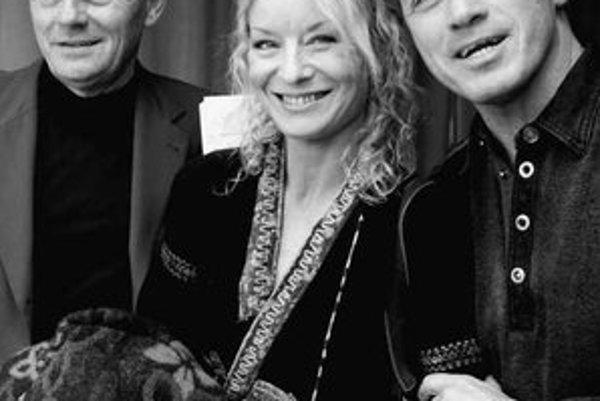 Zľava Milan Kňažko, Vilma Cibulková a šéf divadla Ungelt Milan Hein.