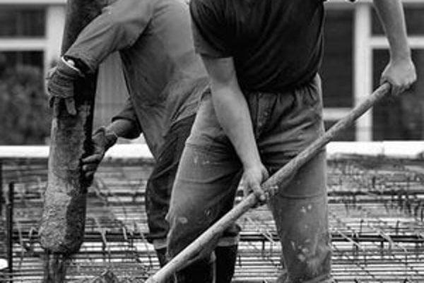 Priemerná mzda na Slovensku je vyše 18 tisíc korún. Najviac ľudí sa však nachádza v mzdovom pásme 12 až 13tisíc korún.