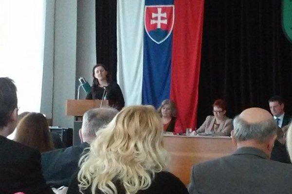 J. Hučková počas svojej kandidatúry na funkciu mestského kontrolóra.