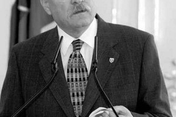 Ivan Gašparovič predĺžil provizórium.