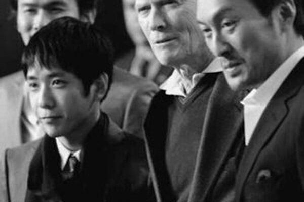 Clint Eastwood je s filmom Listy z Iwo Jima o japonských vojakoch z druhej svetovej vojny nominovaný aj na Oscara.