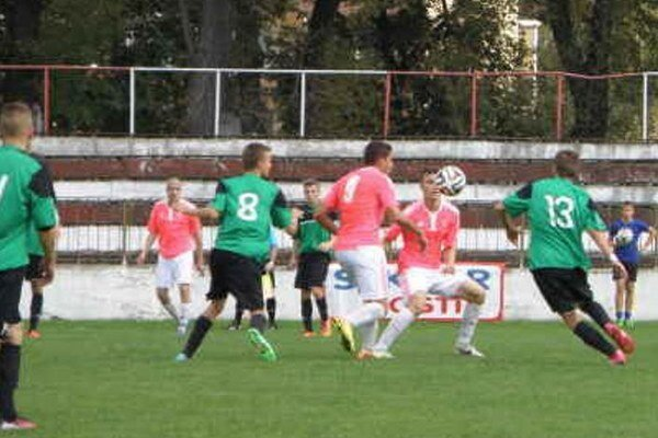 Zo zápasu Topoľčany - Nové Zámky 1:0. FKM bojoval, ale prehral najtesnejším rozdielom.
