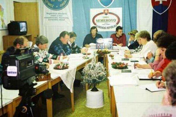 Pravdepodobne prvé živé vysielanie zastupiteľstva na Slovensku videli Semerovčania v roku 1995.