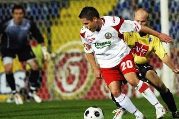(RG)Gejza Baranyai (pri lopte) pôsobil aj v českej Gambrinus lige v drese Zlína.