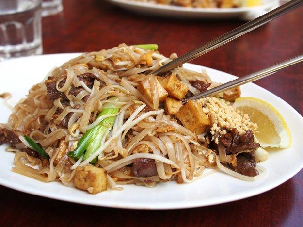 Ochutnávka miestnych tradičných jedál patrí tiež k dovolenkovým dobrodružstvám.