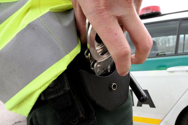 Policajti pár vytiahli rovno z bratislavského taxíka, ktorý v utorok jazdil v Galantskom okrese.