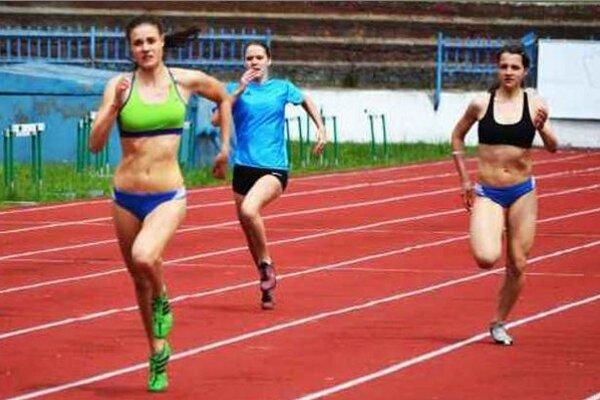 Dramatický dobeh finále na 100 metrov dievčat.