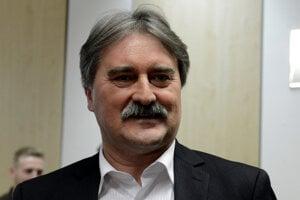 Gyula Bárdos nakoniec za predsedu SMK nekandiduje.