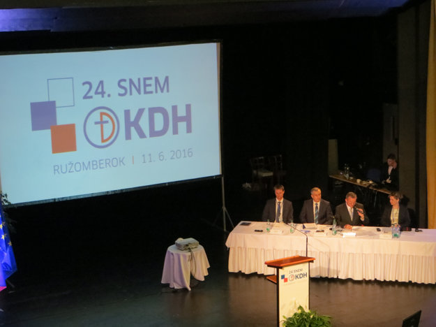 Pohľad do sály počas 24. snemu KDH k voľbe nového predsedu strany.