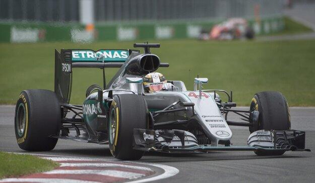 Lewis Hamilton v Kanade dominoval.