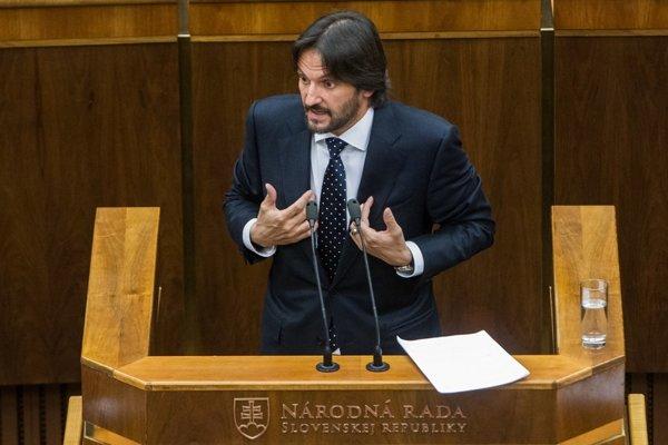 Minister vnútra Robert Kaliňák odolal pokusu o svoje odvolanie len pred pár dňami a už sa hovorí o ďalšom pokuse.