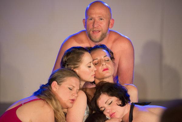 Kúpalisko bolo hereckým koncertom piatich žien a jedného muža.