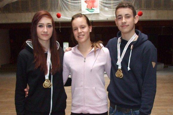 Šurianski atléti: zľava Laura, Denisa a Daniel.
