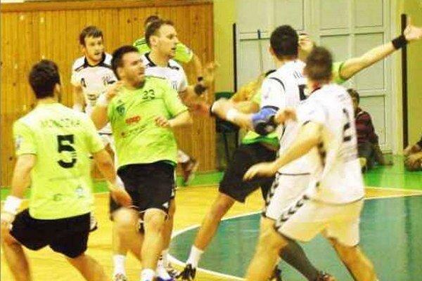 Novozámčanom chýbali v stredu Monczka (5) i L. Vadkerti (23). Záber zo zápasu týchto súperov v Nových Zámkoch.