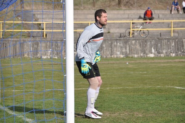 Oravské Veselé odohralo uplynulý týždeň dva zápasy. Ivan Trabalík loptu za svoj chrbát nepustil.