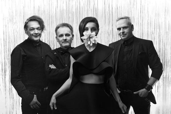 Petra Muka v kapele Oceán nahradila speváčka Jitka Charvátová (druhá sprava).