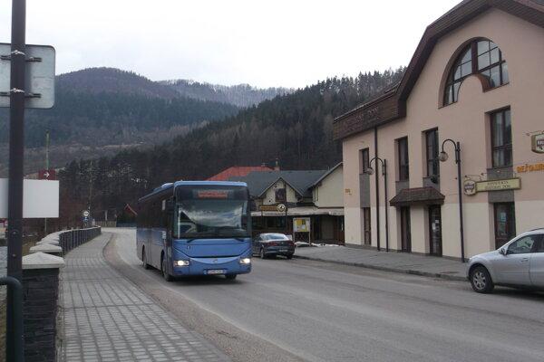Cesty v okolí turisticky atraktívnej Terchovej si už žiadajú úpravy.
