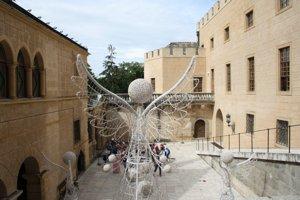 Dekorácia na druhom nádvorí bojnického zámku.
