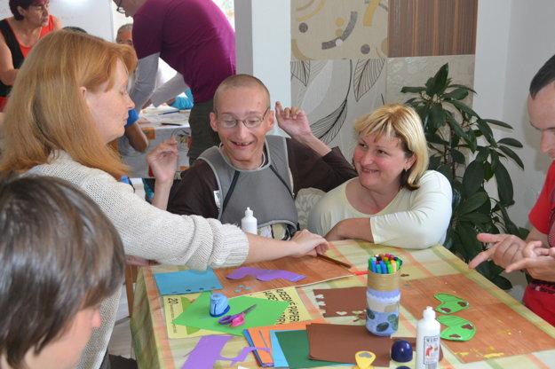 V Dúhovom domčeku sú všetci ako rodina.