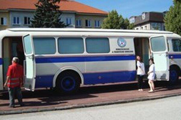Dobový odberový autobus.