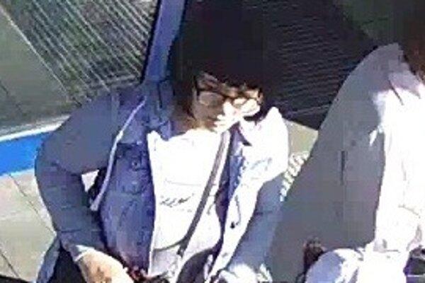 Foto dvoch žien, ktoré mali kradnúť v obchodnom centre.