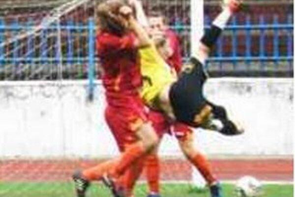 Rybanská (v žltom)ohrozuje bránu Dúbravky.