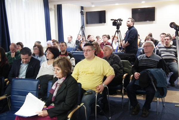 Rodičia prišli na rokovanie poslancov aj vo februári.