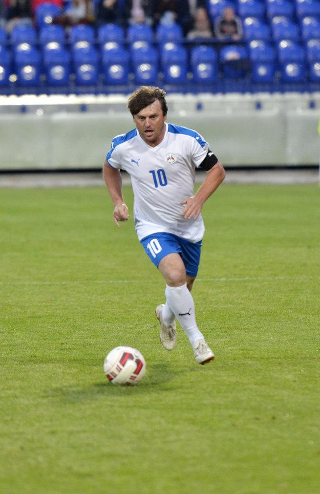Techniku a futbalový kumšt nestratil Ľubomír Moravčík ani po skončení aktívnej kariéry.