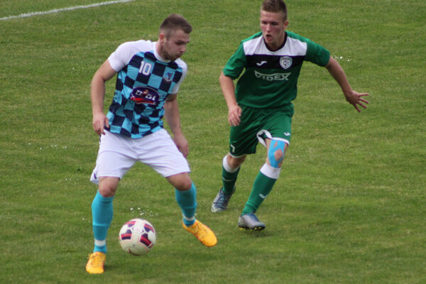 Boris Kopásek (s loptou) strelil druhý gól Krásna nad Kysucou.