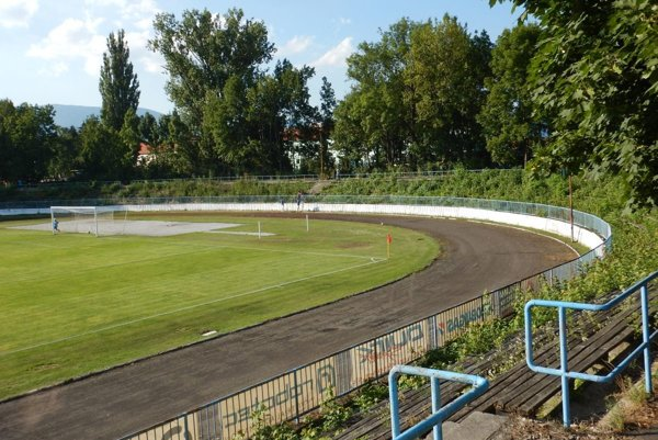 Na martinskom štadióne futbalisti druhú ligu hrať nemˇožu.