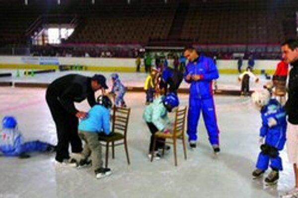 Prvé krôčiky na ľade sú ťažké Strach, pády i slzičky k nim patria.