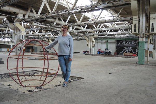 Industriálne priestory sú pre umelcov inšpiratívne, hovorí spoluorganizátorka Radka Nedomová.