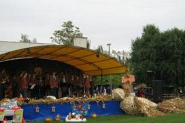 Atmosféru festivalu dotvorila najväčšia šúpoľová holubica na Slovensku.