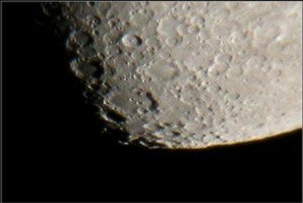 Krátery na Mesiaci.