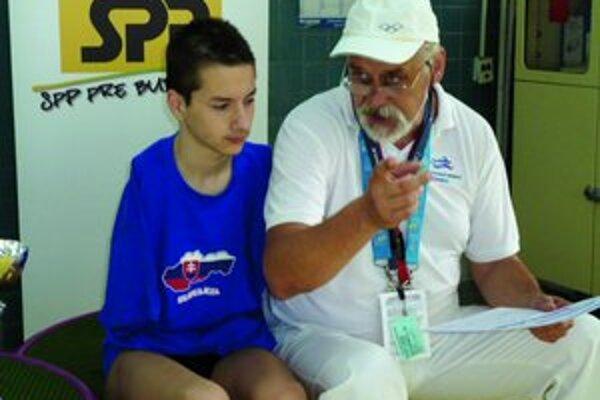 Viktor so svojím trénerom.