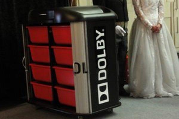 Box na 3D okuliare, jeden z komponentov digitalizácie.
