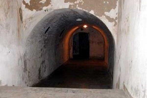 Pod kláštorom sa dodnes zachovali katakomby.