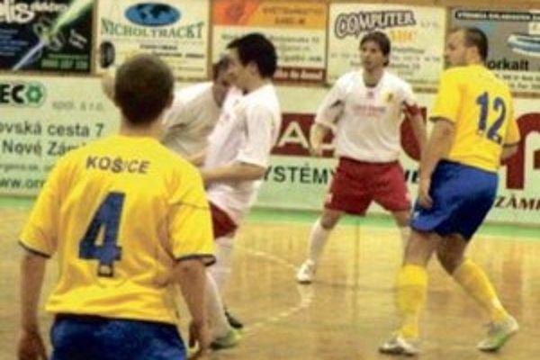 MFK Tupperware (v bielom)- blízko semifinále.