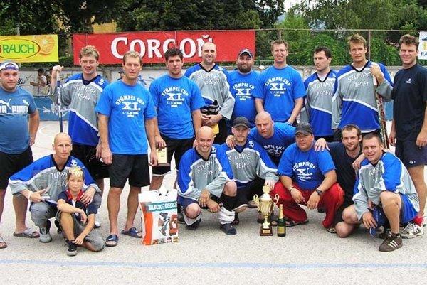 Na tradičnom hokejbalovom podujatí ožijú spomienky na predošlé turnajové zápolenia. Takto vyzerala zostava Stümpel teamu v roku 2006.