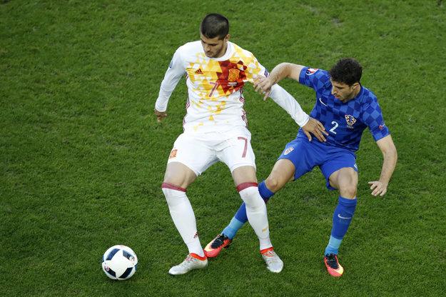 Španiel Alvaro Morata (vľavo) strelil na ME už tri góly.