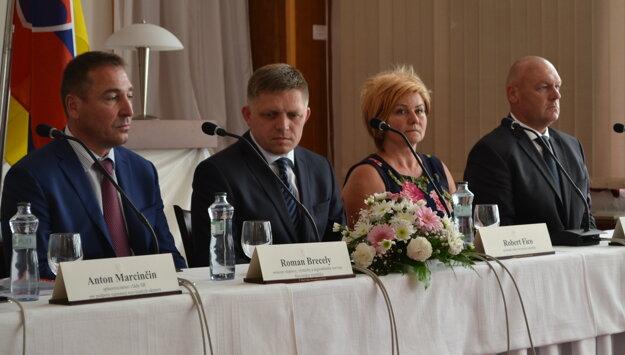 Tlačová konferencia po výjazdovom rokovaní.