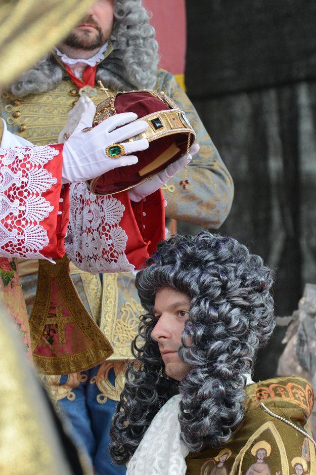Pred rokom si v Bratislave  na Hlavnom námestí pripomenuli korunováciu Karola VI. za uhorského kráľa.