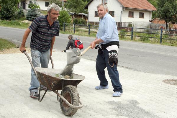 Nezamestnaní mnohým obciam pomôžu a šetria im aj peniaze.